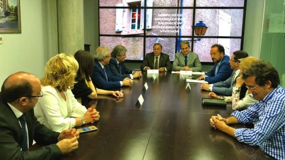Reunión sobre el Servicio de Orientación y Mediación Hipotecaria