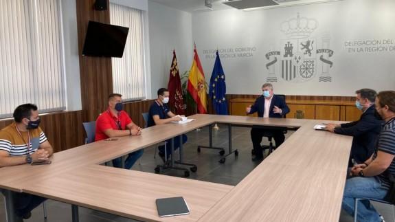Reunión mantenida entre los representantes de los sindicatos policiales y José Vélez. DELEG. GOBIERNO