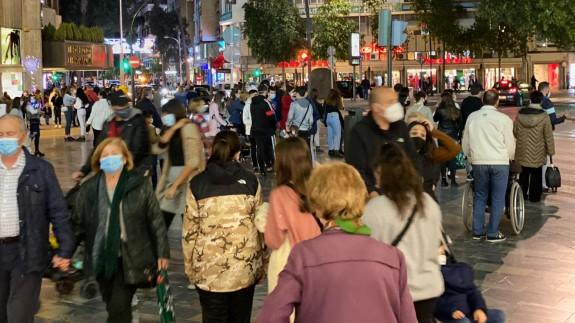 Calles repletas de gente este sábado por la tarde en Murcia
