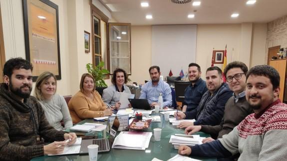 El alcalde, reunido con los miembros del AMPA del colegio Bienvenido Conejero