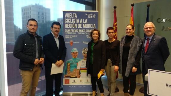 Paco Guzmán con Adela Martínez Cachá y los representantes municipales de Murcia, Yecla, San Javier y Beniel