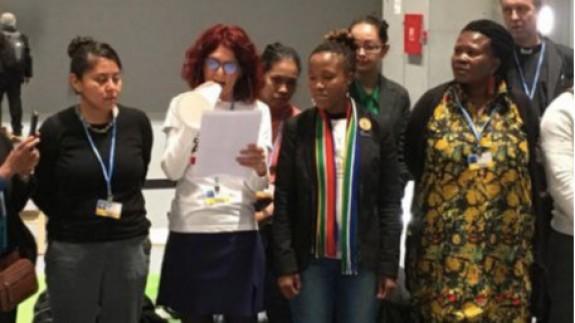 Teresa Vicente junto a las mujeres por el Clima