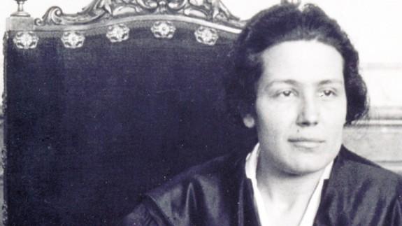 VIVA LA RADIO. Elogio a la palabra hablada. Victoria Kent, primera abogada de España que se opuso al sufragio femenino.