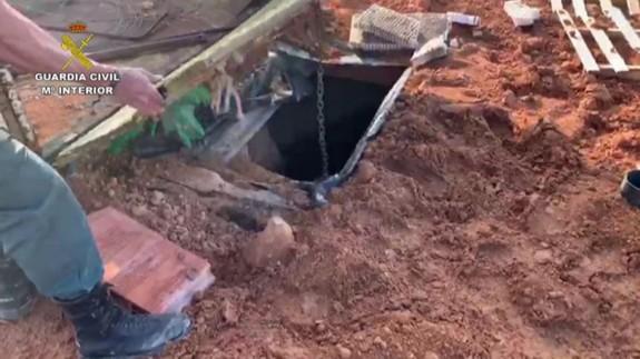Una de las desaladoras se encontraba oculta en un zulo subterráneo