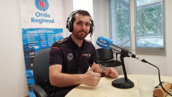 Víctor Navarro en los estudios de Onda Regional en Cartagena