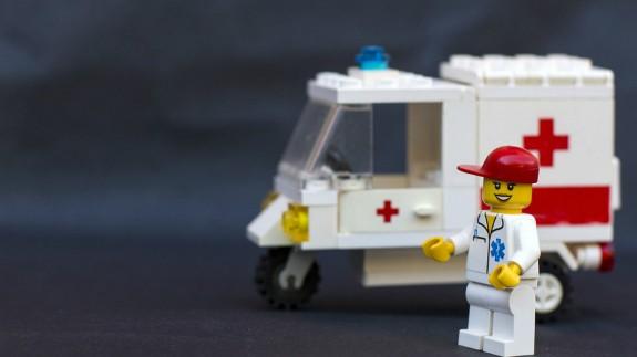 Figura de ambulancia y sanitario