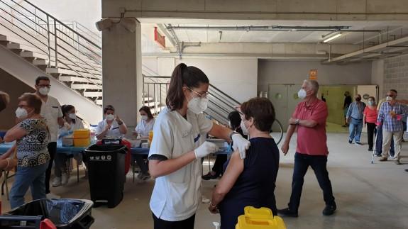 Vacunación en el estadio Enrique Roca de Murcia.