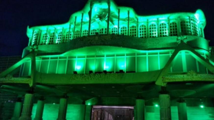 La asamblea regional iluminada de verde en el Día del Cáncer