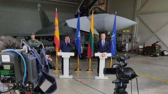 Rueda de prensa de Sánchez y su homólogo lituano en la base militar