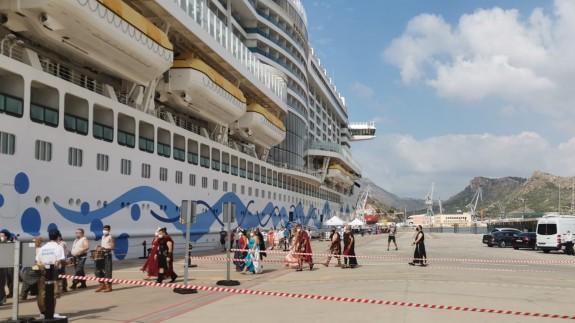 Cartagineses y Romanos reciben a los cruceristas del Aidaperla
