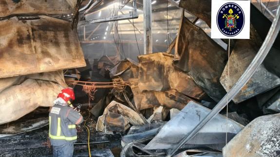 Incendio en el centro logístico Upper del Polígono Cabezo Beaza