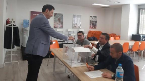 Los afiliados de Ciudadanos votan al sucesor de Rivera
