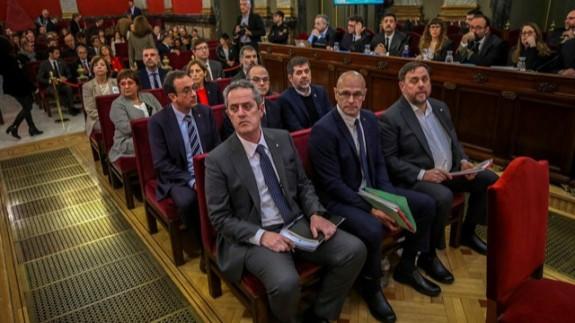 Imagen de los acusados sentados en la sala del Tribunal Supremo
