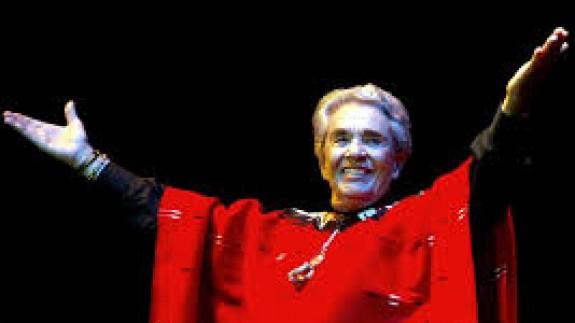 """VIVA LA RADIO. Elogio a la palabra hablada. Chavela Vargas, la """"Dama del poncho rojo"""" «¡Viva tú!»"""