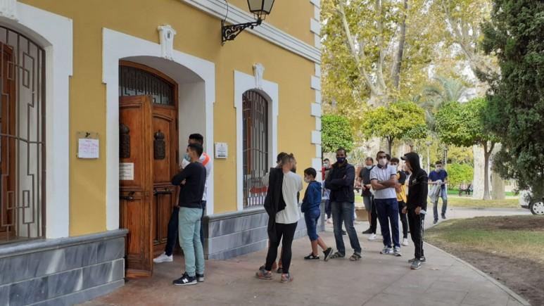 Los servicios municipales continúan vacunando en el Jardín del Salitre (Murcia). Foto: AA