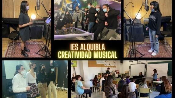 Los alumnos trabajando en el taller de música. IES ALQUIBLA