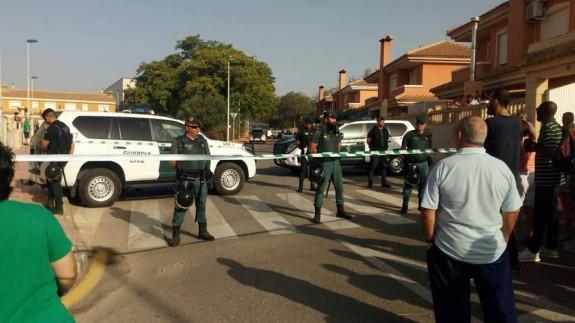 Presencia policial en las inmediaciones de donde se ha producido el desahucio