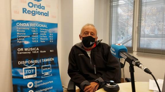 Salvador Inglés en los estudios de Onda Regional en Cartagena