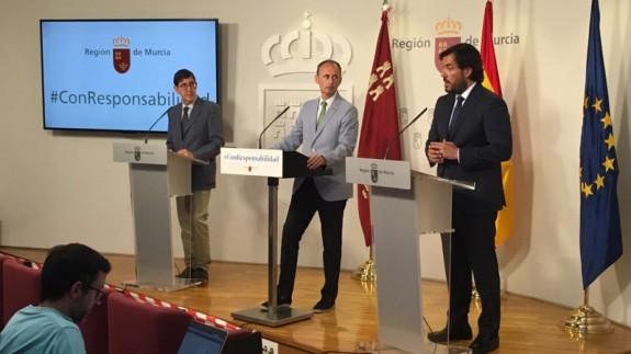 El consejero Miguel Motas presentando el programa de ayudas. CONSEJERÍA DE EMPLEO