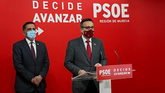 Conesa, acompañado por José Antonio Serrano, candidato del PSOE en la moción de censura en el ayto. de Murcia