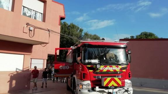 Bomberos en el colegio Santa María de Gracia, en Murcia, el pasado martes