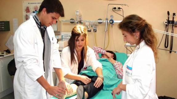 Los rectores de la UMU y UPCT temen que el aumento de estudiantes de medicina colapse las prácticas