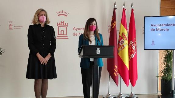 Mercedes Bernabé y Rebeca Pérez, este lunes, en rueda de prensa. ORM