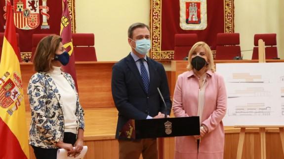 Marcos Ortuño, junto a Isabel Borrego y Violante Tomás