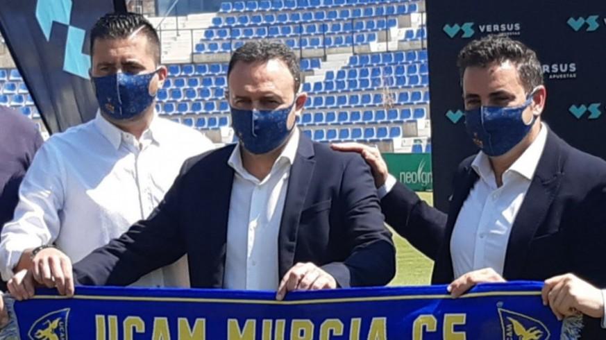 José Luis Mendoza García, junto con José María Salmerón y Pedro Reverte