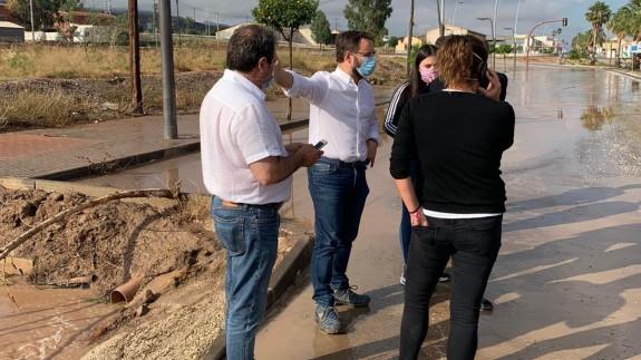 El alcalde de Lorca visita las zonas inundadas en la pedanía de La Hoya. AYTO. LORCA