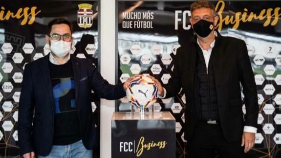 José Luis Gestoso tras la firma del acuerdo. FOTO: FC Cartagena.