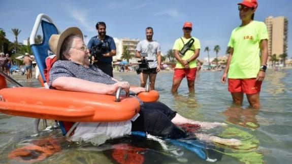 Ana cumple su deseo de ver el Mar Menor