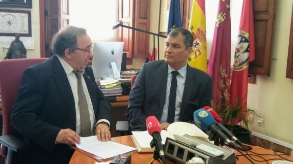 Correa junto al rector Orihuela