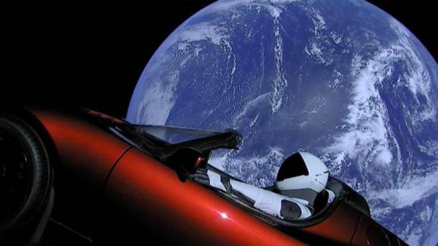 Imagen del coche que Tesla lanzó al espacio