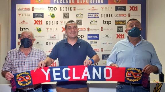 """Adrián Hernández: """"Es una oportunidad de hacer crecer al Yeclano"""""""