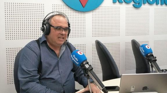 Santiago Álvarez profesor de derecho de la UMU con Lucía Hernández en Afectos Especiales
