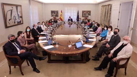 Foto de todos los ministros en sala histórica del Consejo