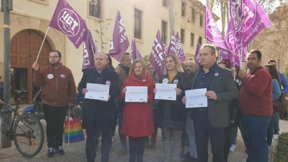 Los sindicatos, a las puertas de San Esteban, sede del Gobierno regional.