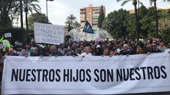 Pancarta que encabezaba la manifestación. Foto ORM.