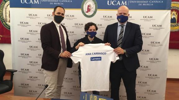 Ana Carrasco, en el centro