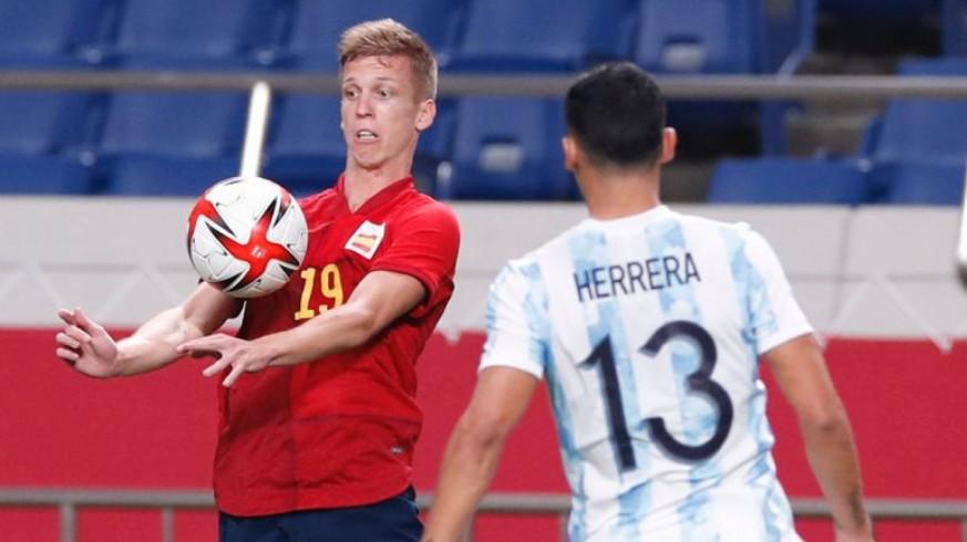 La España de Rafa Mir pasa a cuartos como primera tras empatar ante Argentina (1-1)