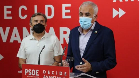 Alfonso Martínez Baños y José Enrique Gil. FOTO: PSRM-PSOE