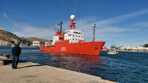 El Hespérides zarpando de Cartagena en diciembre