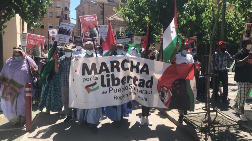 """Medio centenar de personas marcha en Murcia """"por la libertad del pueblo saharaui"""""""