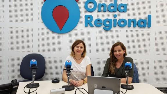 Sonia Rubio y otra compañera matrona en Onda Regional