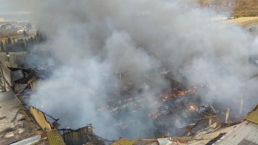 Arde una nave en el Polígono Industrial la Torrecilla de Lorca