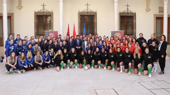 Recibimiento en San Esteban a los equipos participantes.
