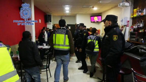 Intervención de la Policía Nacional en un establecimiento en Lorca