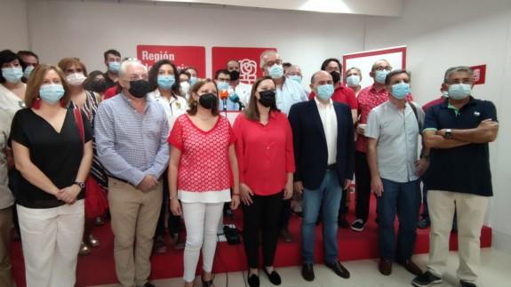 Lourdes Retuerto se enfrenta a José Vélez en la carrera por liderar el PSRM-PSOE