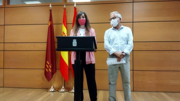 La portavoz del Grupo Popular en el Ayuntamiento de Murcia, Rebeca Pérez, junto con el concejal Felipe Coello
